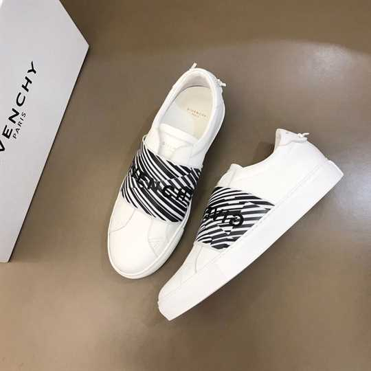Givenchy Logo-Print Low-Top Sneakers - G14V