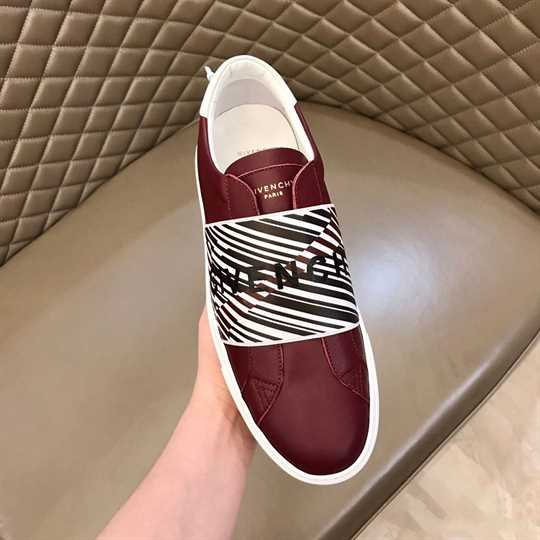 Givenchy Logo-Print Low-Top Sneakers - G15V